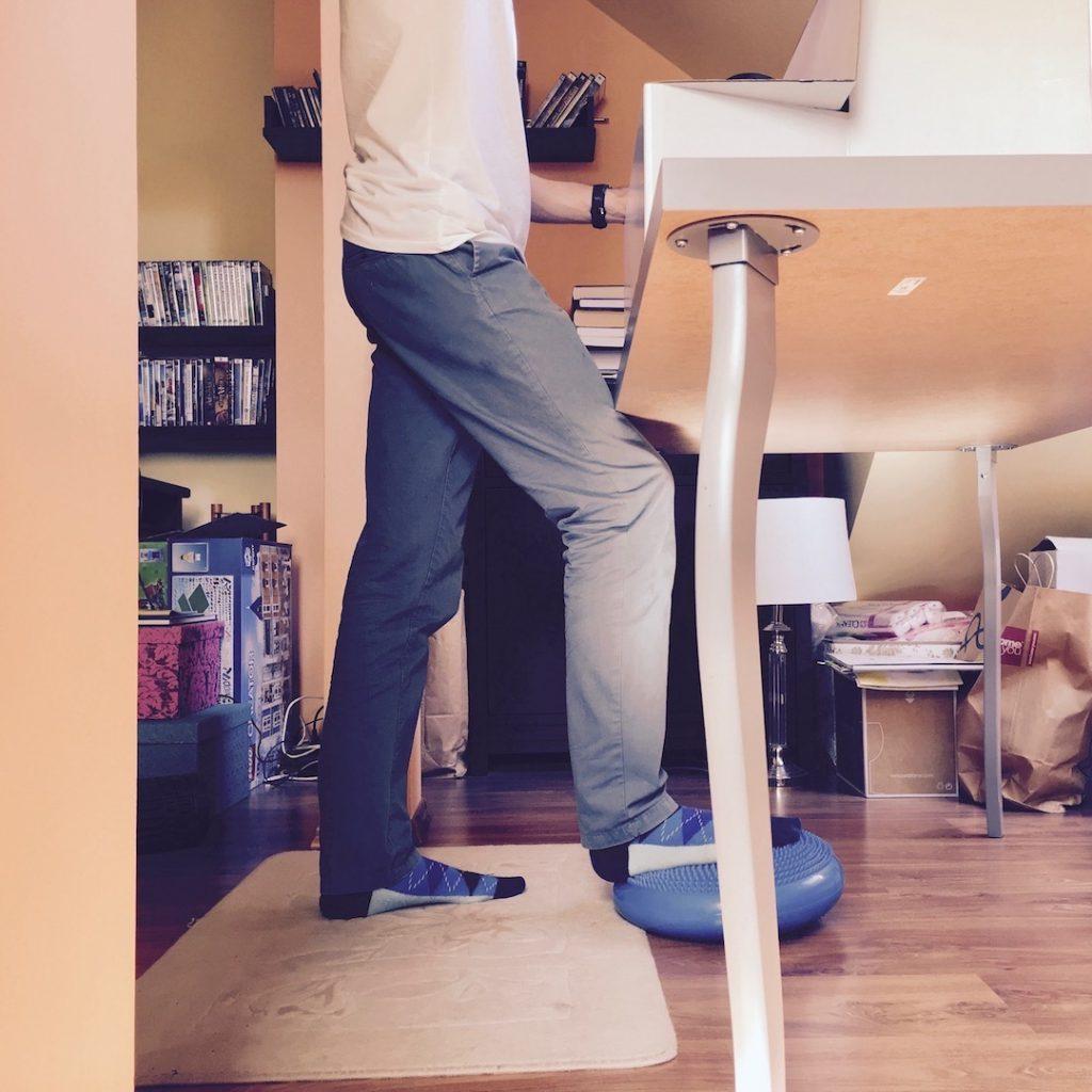 Jak ułatwić sobie pracę na stojąco przy komputerze? 12