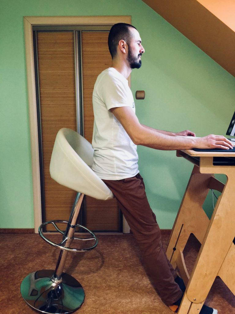 Pozycja wyprostowana podparta - co to takiego i jak pomoże Ci przetrwać cały dzień w pracy przy komputerze? 7