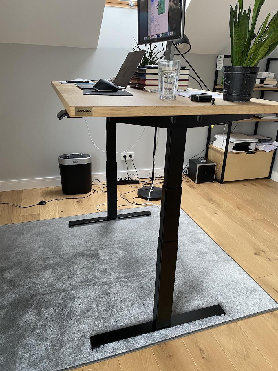 OAKDESK - biurko regulowane elektrycznie z blatem dąb naturalna krawędź premium 29