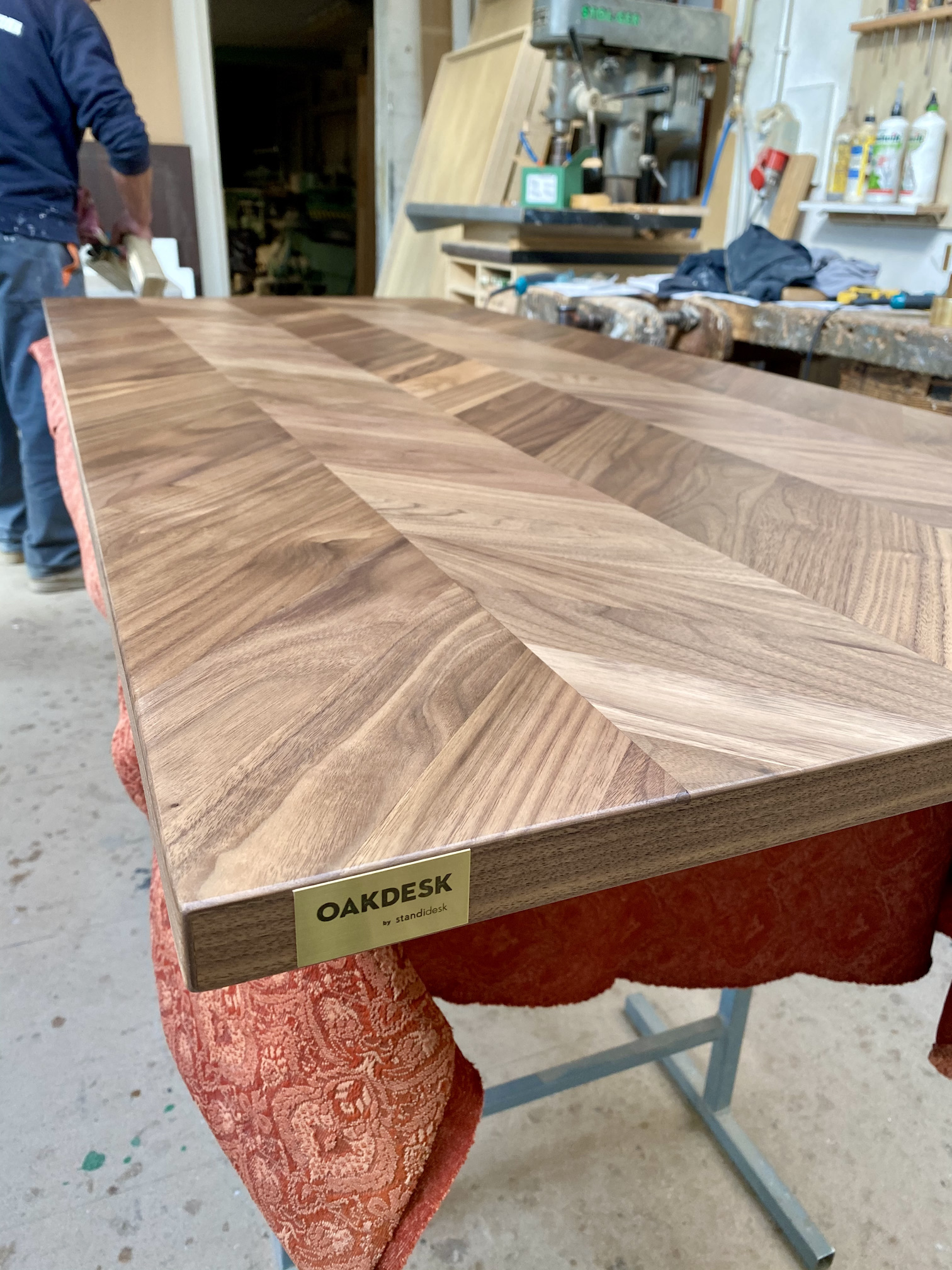 OAKDESK - biurko regulowane elektrycznie z blatem dąb naturalna krawędź premium 23